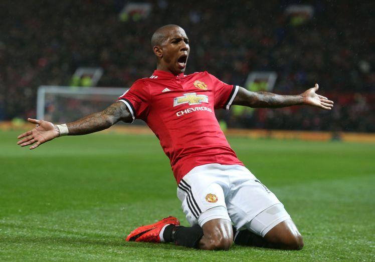 Kontrak Ashley Young Diperpanjang Oleh Man United