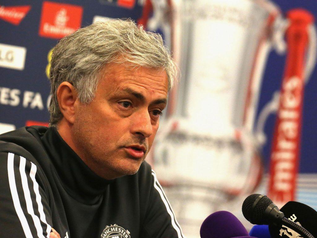 Jose Mourinho mengakui mungkin bagi Manchester United mustahil untuk meraih gelar Liga Premier pada musim depan